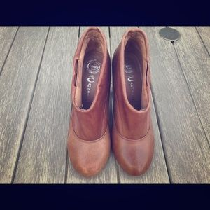Brown leather ankle boots. 7.5 size